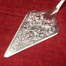 The Sheffield Silver Made in ITALY Silverplated Detailed Wedding Cake Pi... - $14.80