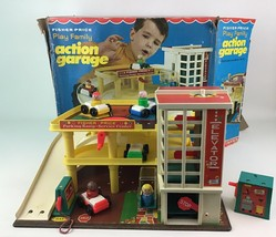 Fisher Price Action Garage 930 Play Family Little People Vintage 1970 Complete - $195.97