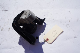 00-05 TOYOTA CELICA GT PASSENGER RIGHT MOUNTING BRACKET X1144 - $49.49