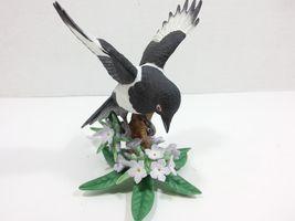 THE LENOX GARDEN BIRD COLLECTION Black Billed Magpie (Fine Porcelain 2002) image 9