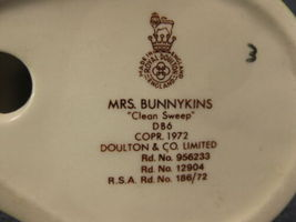 Royal Doulton Mrs Bunnykins Clean Sweep DB6 England Vintage Retired Earthenware image 6