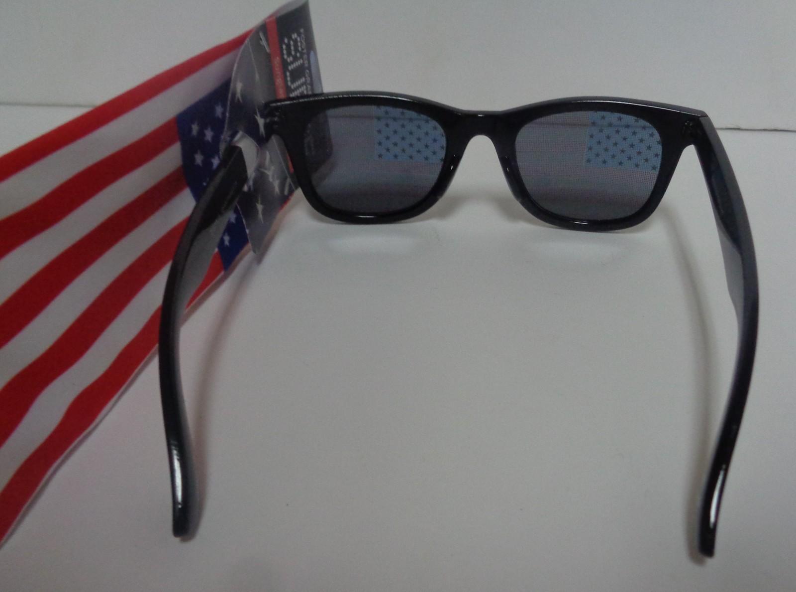 Foster Grant Surge Patriotic USA Flag Sunglasses NWT Includes Flag Cloth Case