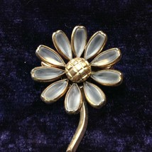 Vintage Crown Trifari Daisy Brooch Poured Frosted/Clear Glass Jewelry  - $56.22
