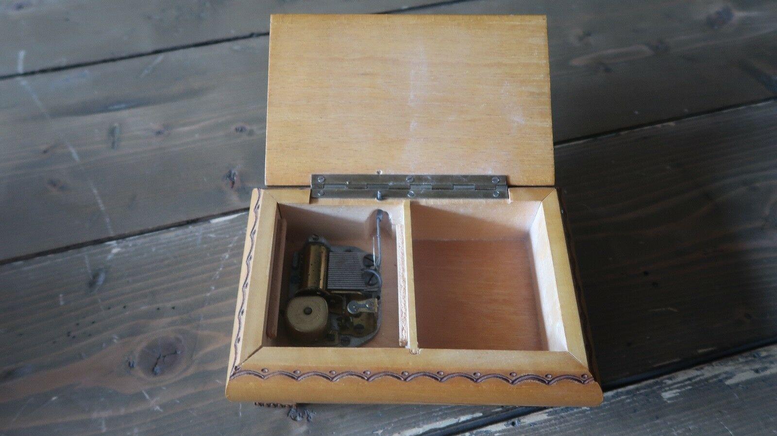 Reuge made in Sainte Croix Switzerland Swiss Music Box 6 x 4 inches