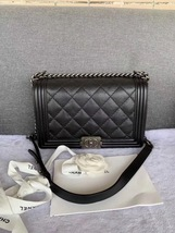AUTH CHANEL BLACK QUILTED CALFSKIN NEW MEDIUM BOY FLAP BAG RHW