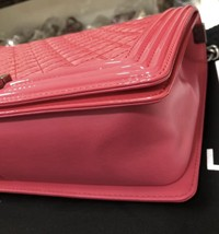 NEW AUTH CHANEL PINK QUILTED PATENT LEATHER LARGE BOY FLAP BAG  image 5