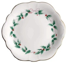Mikasa Ribbon Holly Wellington Cake Plate New In The Box - $49.48
