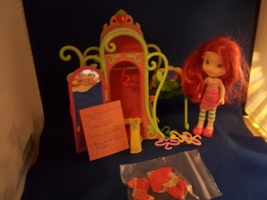 Strawberry Shortcake Playset  Closet with table and mirror  Comes wit... - $16.50