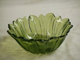 "Vintage Lily Pons Avocado Green by Indiana Glass 7"" Round Bowl Sculpted Leaves - $19.79"
