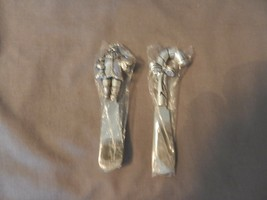 Pair of Santa Claus & Candy Cane Silver Color Butter or Cheese Knife Spr... - $29.70