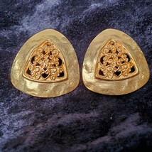 Vintage Gold Tone Clip On Earrings Costume Jewelry Great Condition - $13.85