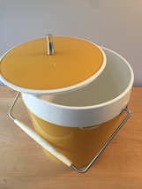 Vintage 70s ice bucket by West Bend (atomic gold/white thermal) image 3