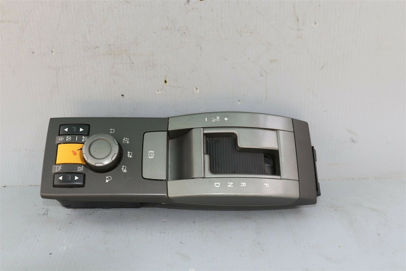 05-09 Land Rover LR3 Floor Console Control Switch Panel Terrain YUD501230WUX