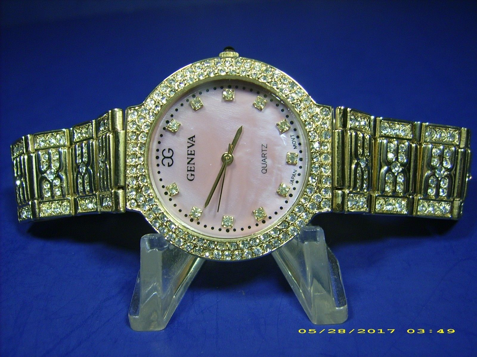 GENEVA CRYSTAL BLING HIGH FASHION WOMEN'S WRISTWATCH--MOTHER OF PEARL DIAL !