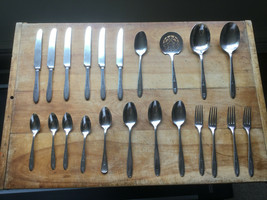 Oneida Community 1921 Grosvenor Pattern Silverplate Flatware 22 Pcs. - $36.07