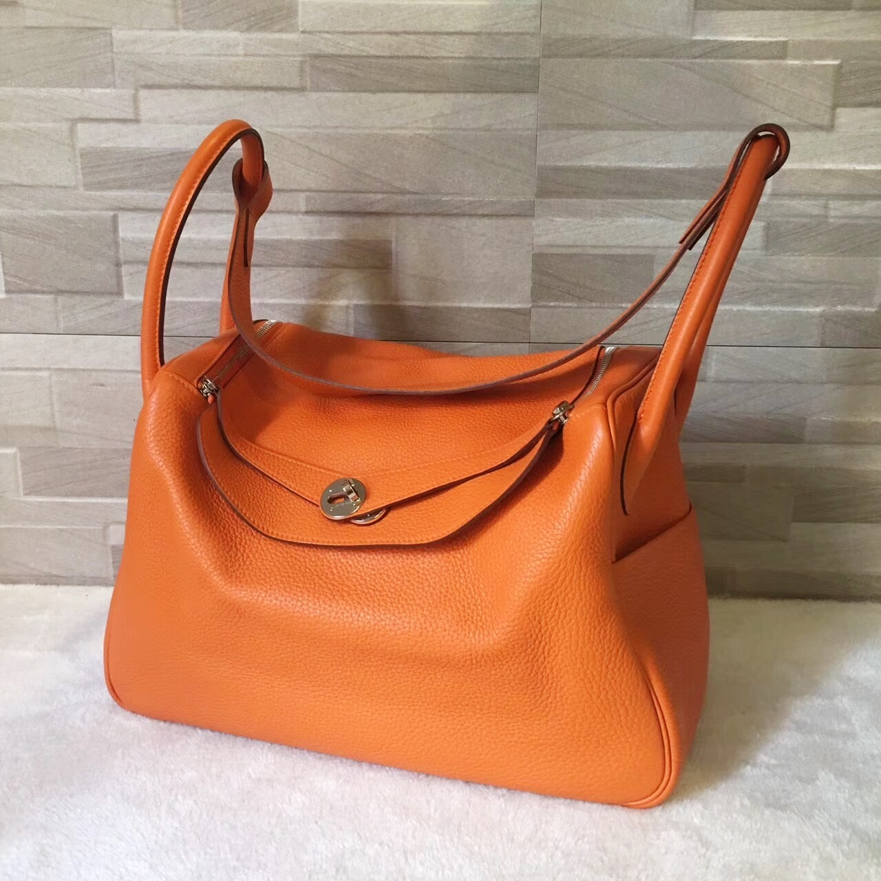 100% Authentic HERMES Taurillon Clemence Lindy 34 ORANGE Shoulder Bag PHW