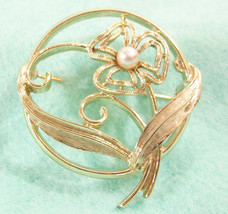 Sarah Coventry Faux Pearl Flower Gold Plated Brooch Circle Pin Cov Vintage  - $10.84
