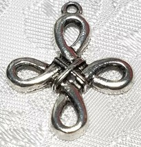 CELTIC KNOT CROSS FINE PEWTER PENDANT CHARM - 3mm L x 27mm W x 23mm D