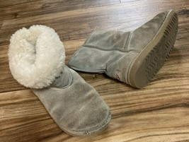 Ugg Australia 5281 Beige Classic Short Shearling Lined Winter Boots size 4 - $4.94