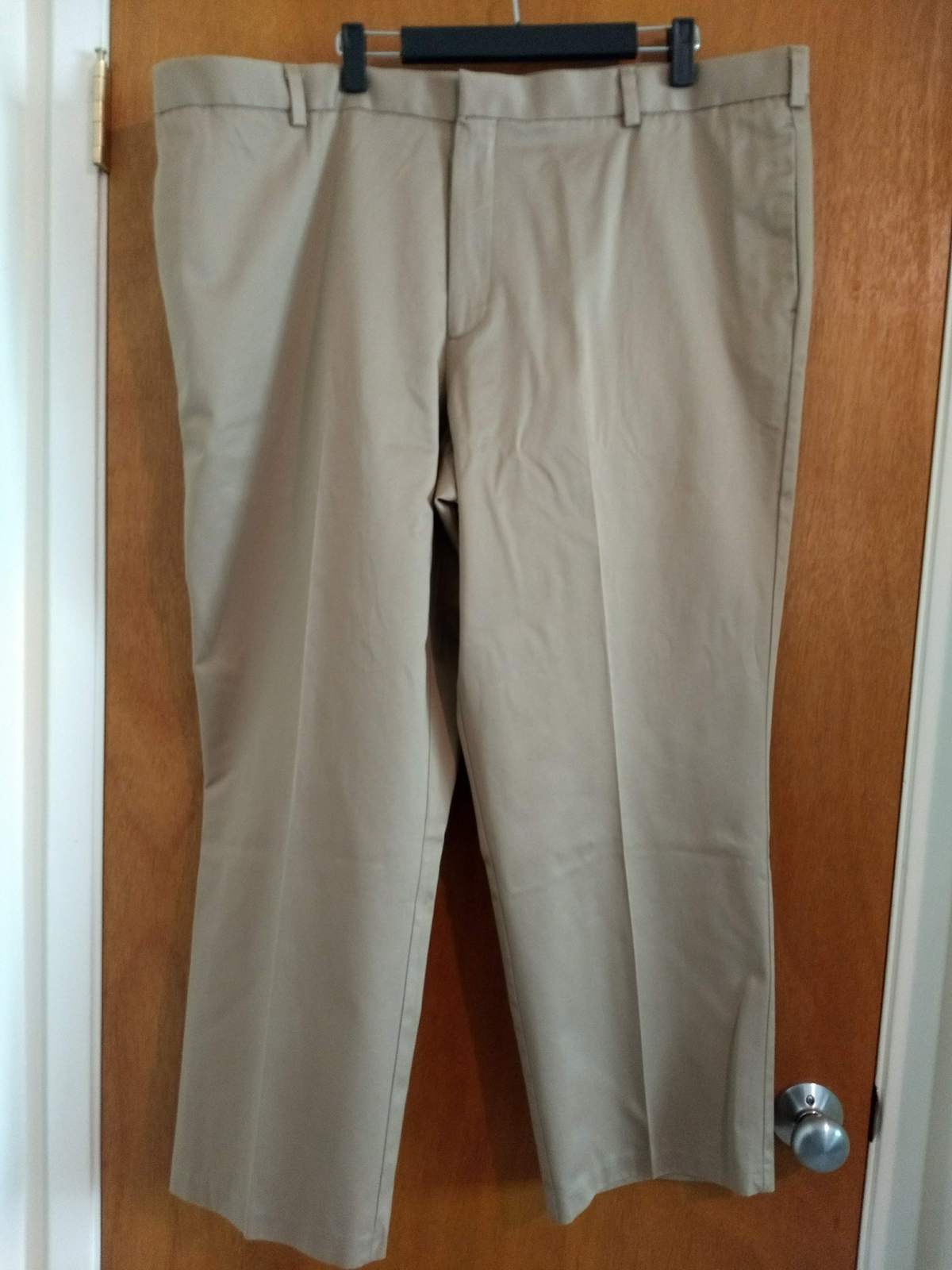 Dockers Premium Flat Front Relaxed Fit W44 L30