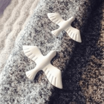 Hot Retro Simple White Pigeon Brooch - $8.51