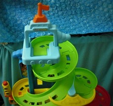 Fisher Price Little People City Skyway Play Set Rare With Three car's - $65.16