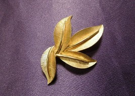 Vintage Crown Trifari Gold Tone Brushed Satin Veined Four Leaves Pin Brooch - $29.70