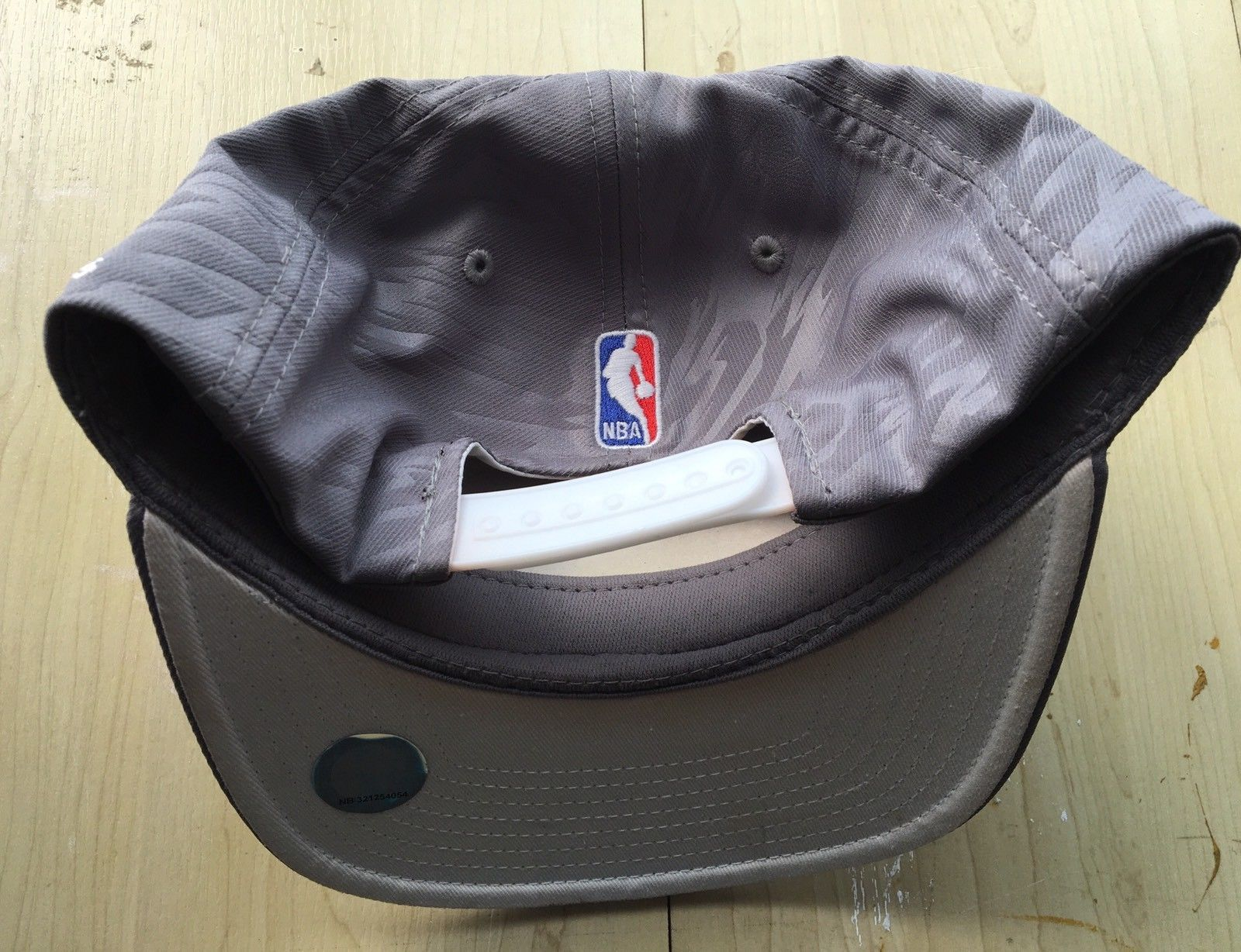 wholesale dealer 74c49 89c59 Nba Finals 2013 New MIAMI Heat OFFICIAL LOCKER ROOM ADIDAS CLIMALITE  SNAPBACK