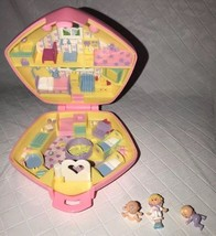 VINTAGE BLUEBIRD POLLY POCKET 1992 NURSERY PINK COMPACT COMPLETE CASE - $49.99