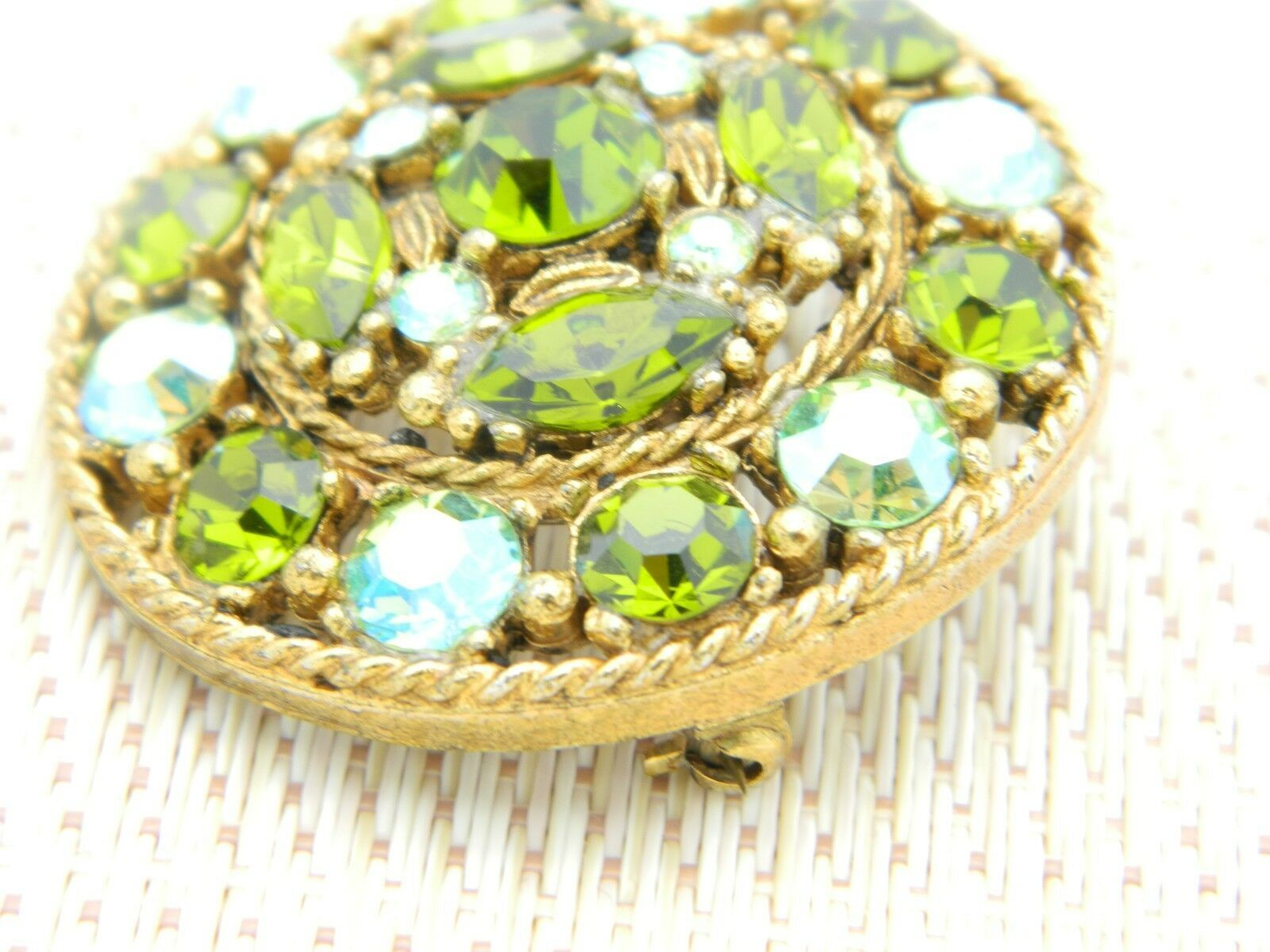 Green Aurora Borealis Rhinestone Medallion Gold Tone Vintage Brooch Pin image 3