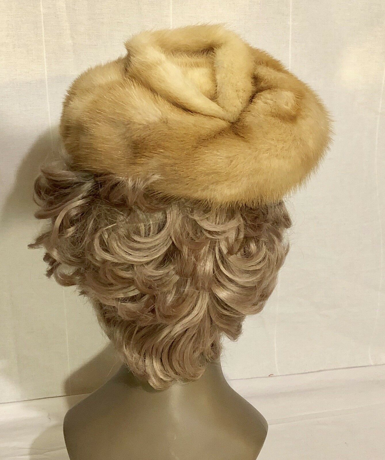Vintage 1950's Women's Blonde Mink Beret Hat  -Lined-w/ Donut Shaped Top!