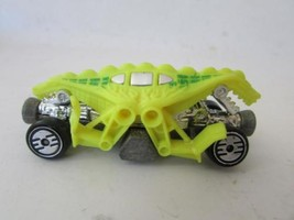 Vintage Diecast Mattel Hot Wheels 1983 Yellow Alligato Lizard Funny Race Car H2B - $2.45