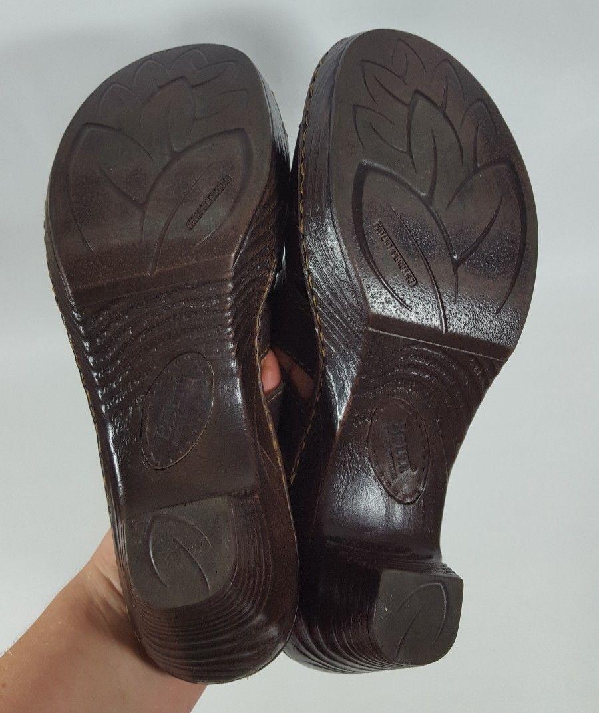 Born slides 9 pumps brown leather buckle strap