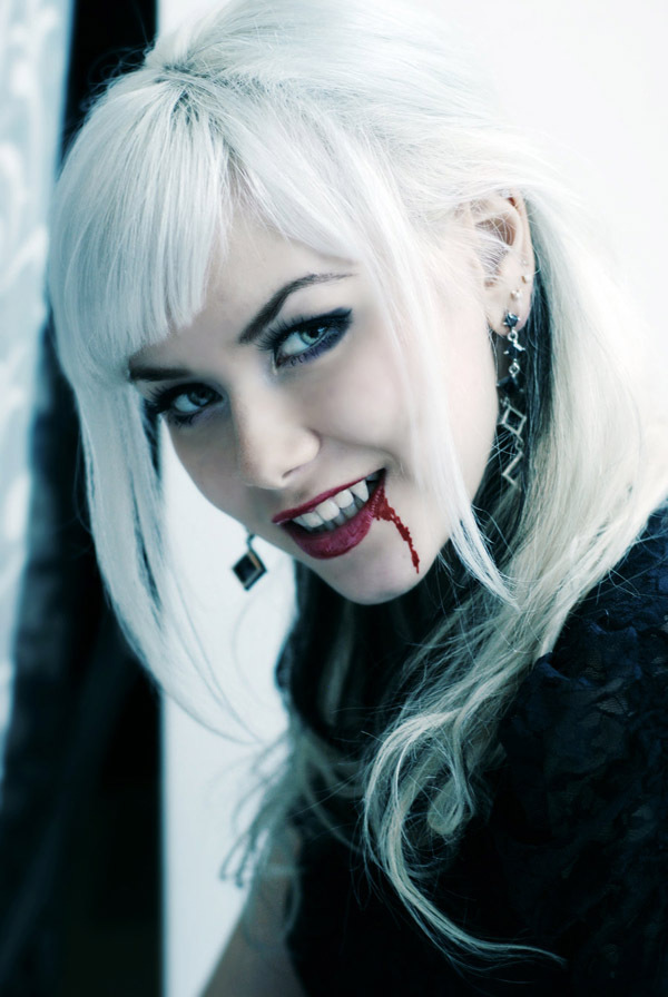 Rare Powerful Blonde haired SANGUINE VAMPIRE FEMALE 3300 years old beauty power - $67.77