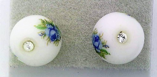 White floral glass crystal 8mm stud earring 2