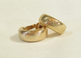 Vintage SARAH Coventry Brushed Gold Plated HOOP Clip on Earrings Going Easy - $15.83