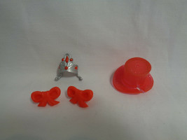 Spin Master Olivia The Pig Mini Figure Replacement Red Top Hat, Crown & Bows - $1.56