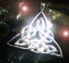 HAUNTED NECKLACE QUEEN WITCHS LIGHT YOUR SKY WITH MAGNIFIED LUCK  OOAK MAGICK L - $9,007.77