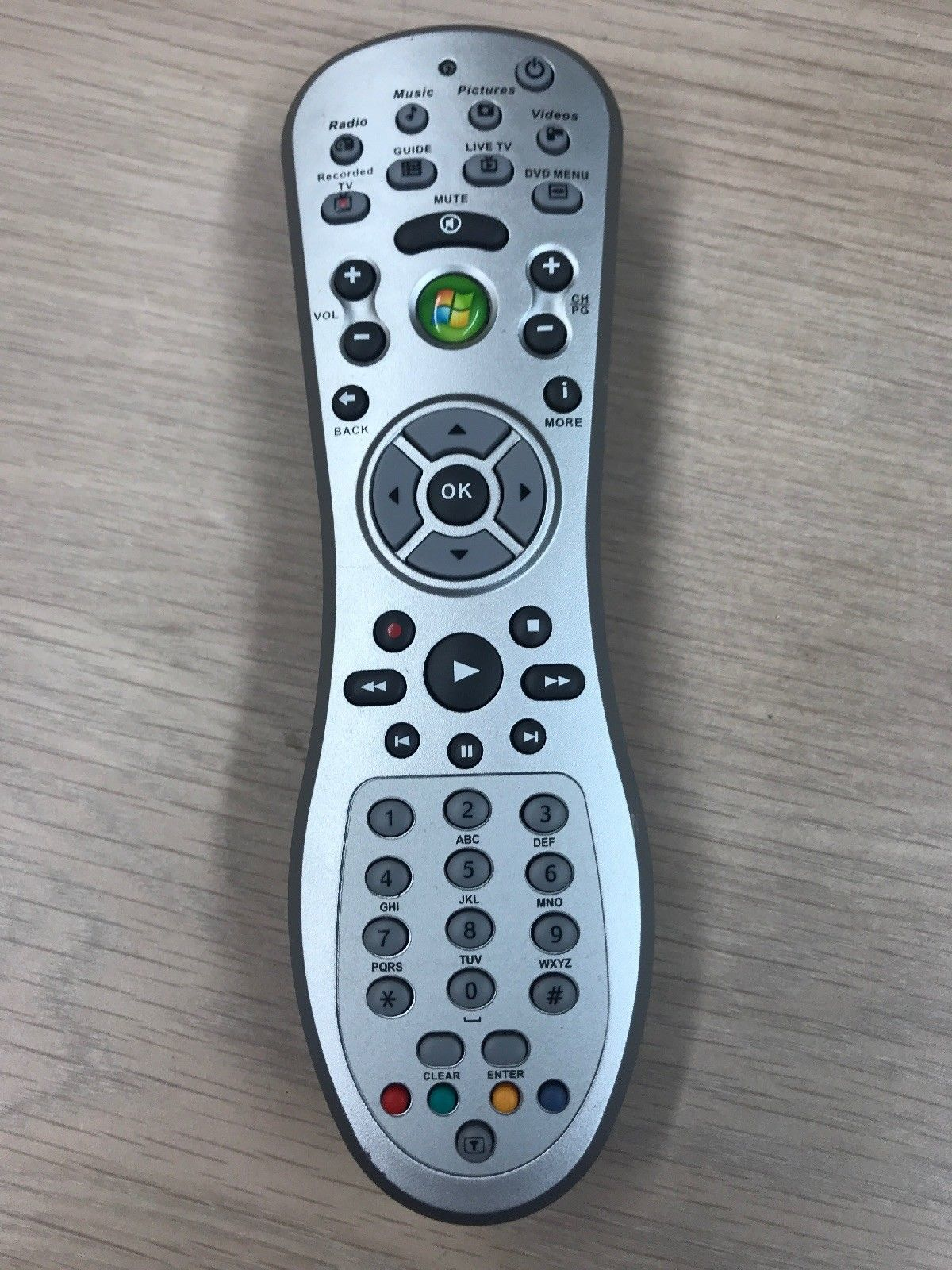 TSHA-IR01 Windows Media Center Remote Control - Tested & Cleaned            (J1)