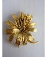 Vintage BSK Flower Brooch Jewelry Flower Gold Tone - $18.57