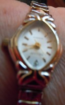 Vintage Embassy Quartz Ladies Watch Gold Tone Stretch Band image 5