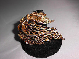 VTG Gold Tone Draping Modern Abstract Leaf Leaves Wreath Pin Brooch - $14.85