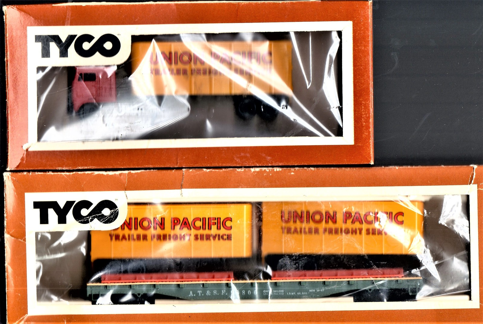 HO Trains Flat Car and Union Pacific Trucks