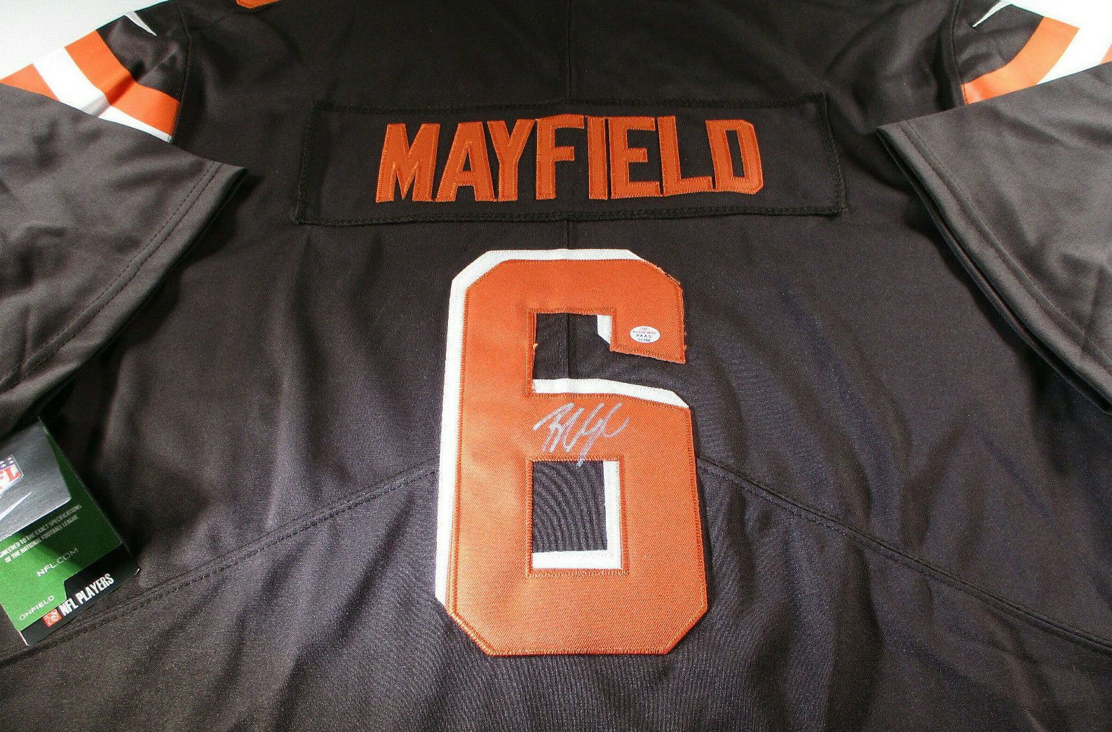 BAKER MAYFIELD / CLEVELAND BROWNS QB / AUTOGRAPHED BROWNS PRO STYLE JERSEY / COA