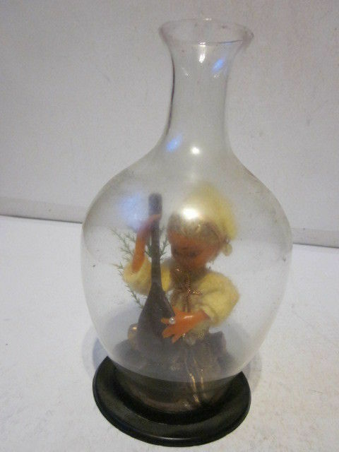 VINTAGE ITALIAN MANDOLIN PLAYER IN BOTTLE FIGURINE