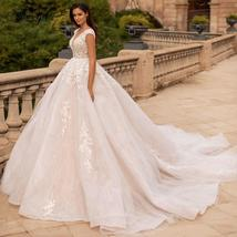 Luxury Lace Appliques Scoop Neck Sleeveless Chapel Ball Wedding Gown