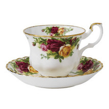 Royal Albert  Old Country Roses Teacup & Saucers SET OF 4 NEW IN THE BOX - $102.85