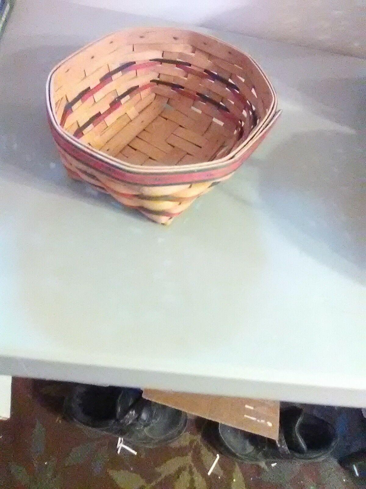 Longaberger Handwoven Eight Sided Basket - 1999 image 3