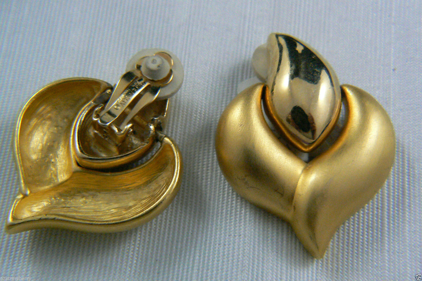 GIVENCHY PARIS NEW YORK LARGE ELEGANT GOLD TONE CLIP EARRINGS $0 SHIPPING
