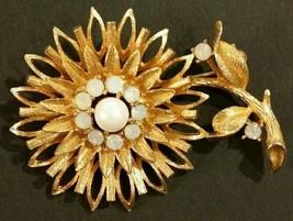 Vintage Sunflower brooch - $12.87
